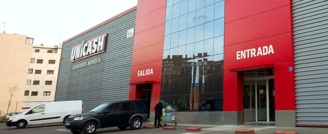 Fachada entrada salida Unicash cash and carry